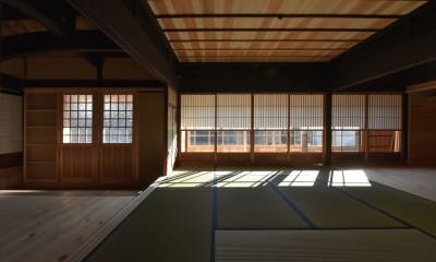 愛知の茅葺き再生 (木製建具。)