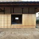 愛知の茅葺き再生の写真 もともと玄関の開口部を窓として活用。
