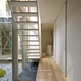 牛川の家-ushikawa (土間と階段)