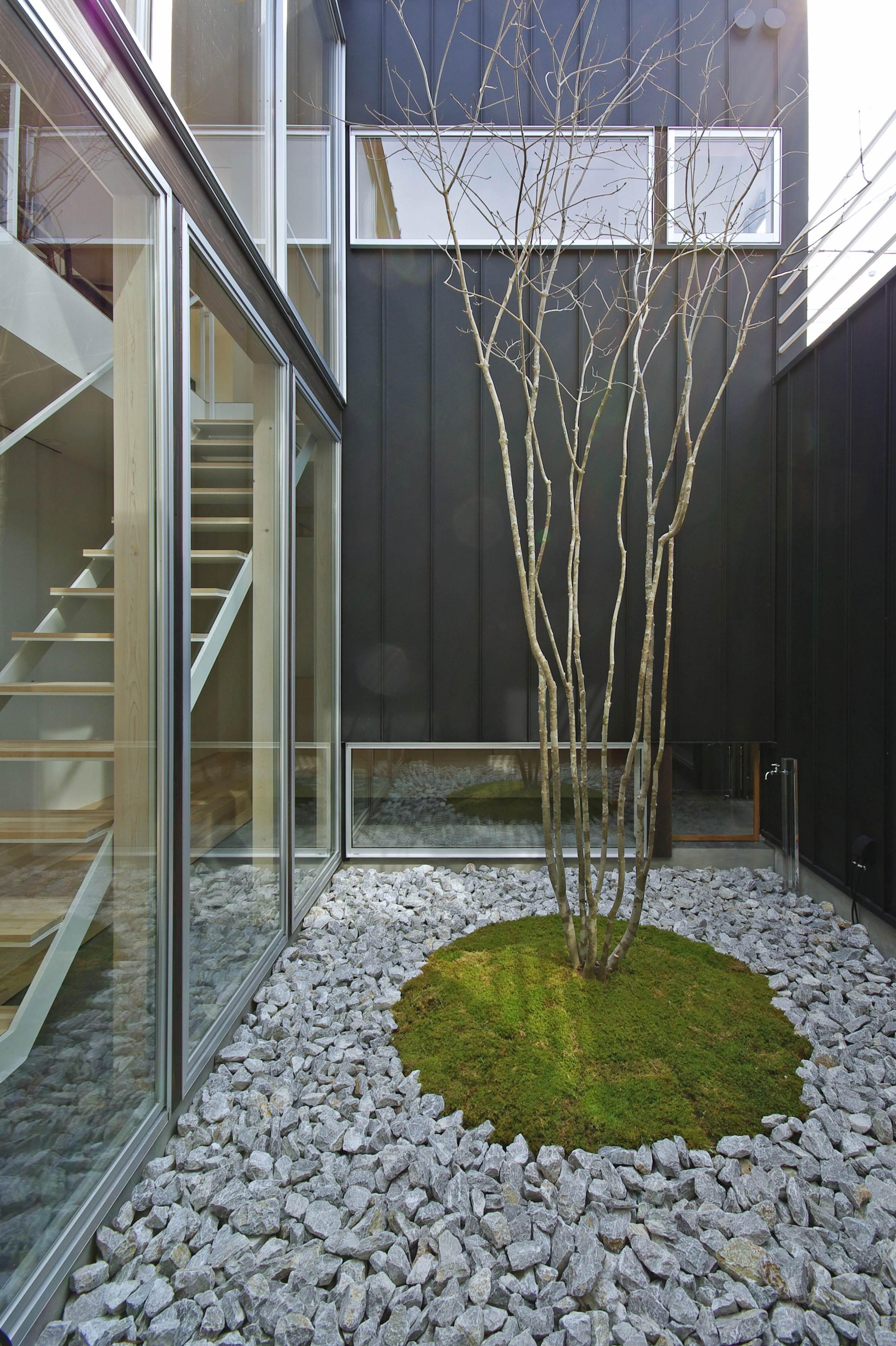 アウトドア事例:中庭(牛川の家-ushikawa)