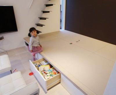 リビング脇の小上がり和スペース (house-hol)