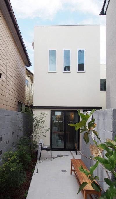 路地状敷地を生かした外観 (Shibuya-somo)