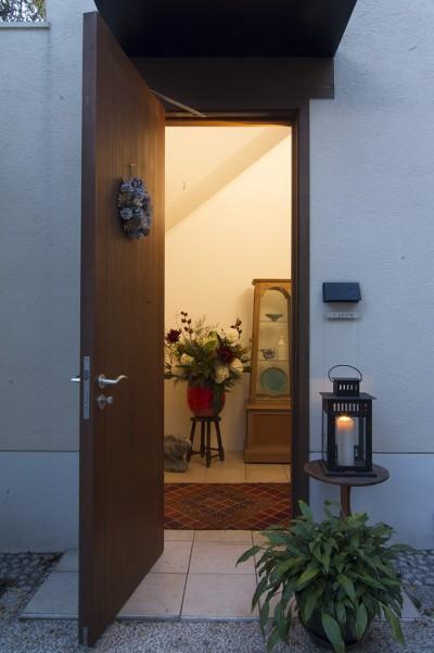 玄関(外部) (スタイルイズスティルリビング ショールーム〜外国人向け住宅のリノベーション〜)