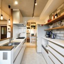 ネコと暮らす新しい住まいの写真 清潔感のある白で統一されたキッチン