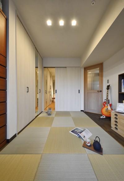互い違いの色を組み合わせたユニークな和室 (ネコと暮らす新しい住まい)