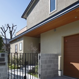 片瀬山の家〜相模湾を一望にするスキップフロアの家〜 (アプローチ)