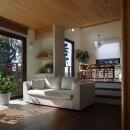 片瀬山の家〜相模湾を一望にするスキップフロアの家〜の写真 リビング・ダイニング