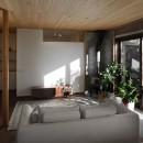 片瀬山の家〜相模湾を一望にするスキップフロアの家〜の写真 リビング