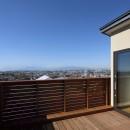 片瀬山の家〜相模湾を一望にするスキップフロアの家〜の写真 屋上