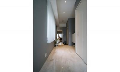 廊下|モノトーンカラーをベースにシックで高級感ある空間に