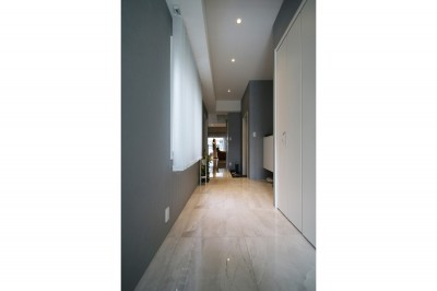 廊下 (モノトーンカラーをベースにシックで高級感ある空間に)