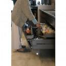 モノトーンカラーをベースにシックで高級感ある空間にの写真 キッチン