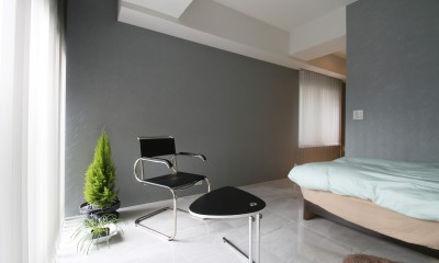 寝室|モノトーンカラーをベースにシックで高級感ある空間に
