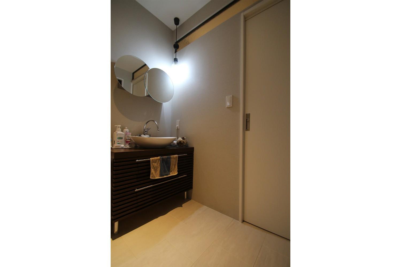 バス/トイレ事例:サニタリー(モノトーンカラーをベースにシックで高級感ある空間に)