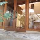 書斎とアトリエのある家|A HOUSEの写真 玄関