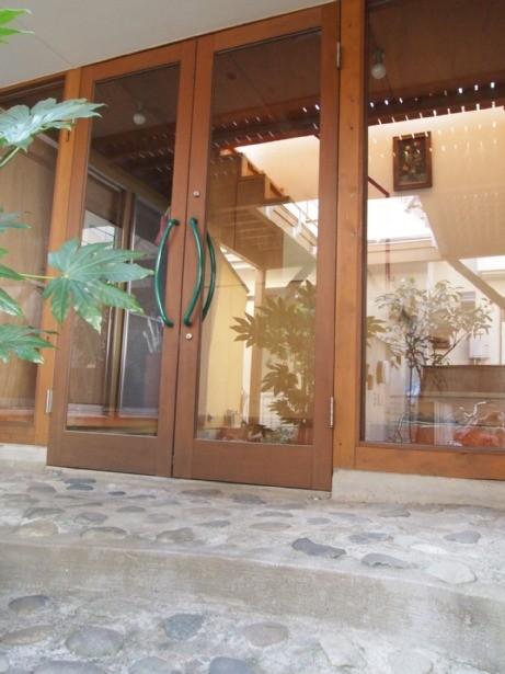 玄関事例:玄関(書斎とアトリエのある家|A HOUSE)