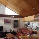 書斎とアトリエのある家|A HOUSEの写真 リビング