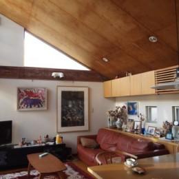 書斎とアトリエのある家|A HOUSE (リビング)