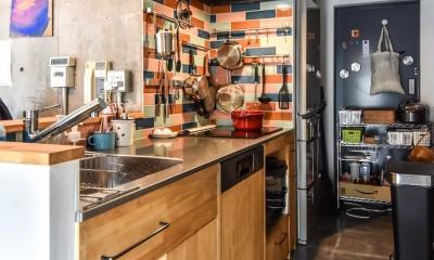 学芸大学 S邸 マンションリノベーション (カラフルなタイルのあるキッチン)