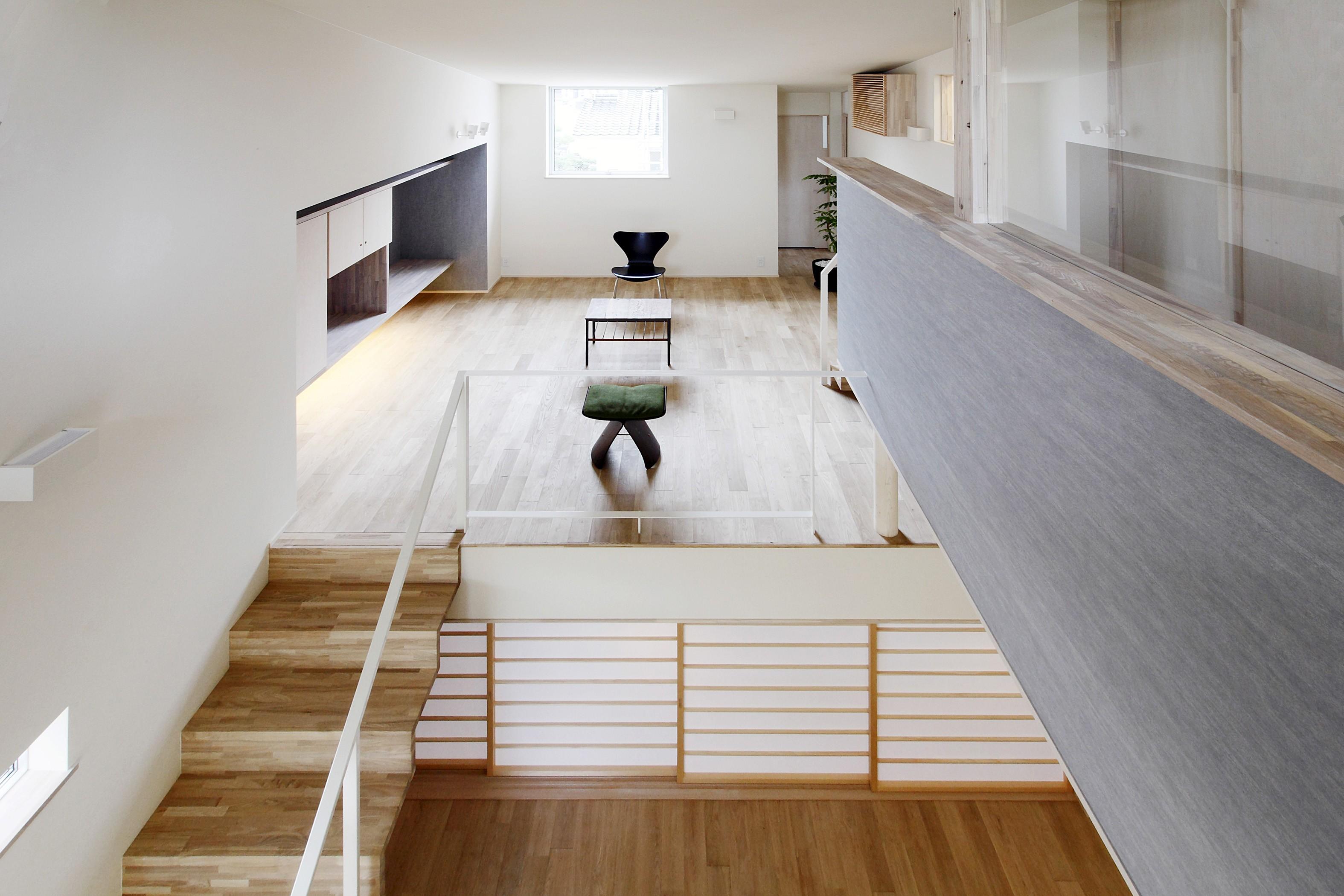 リビングダイニング事例:リビング(Tajima no ie -スキップフロアの家-)