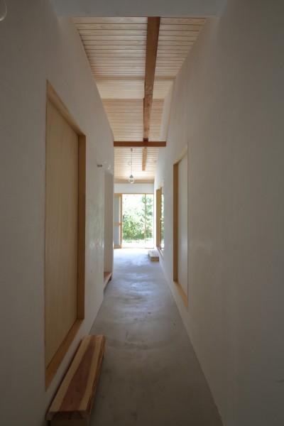 土間廊下 (Ouzo no ie -築60年の民家の改修-)