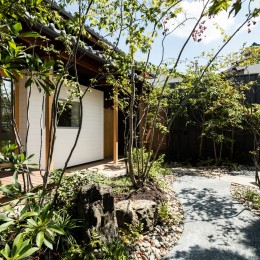 Omoya -入母屋造の民家の改修-