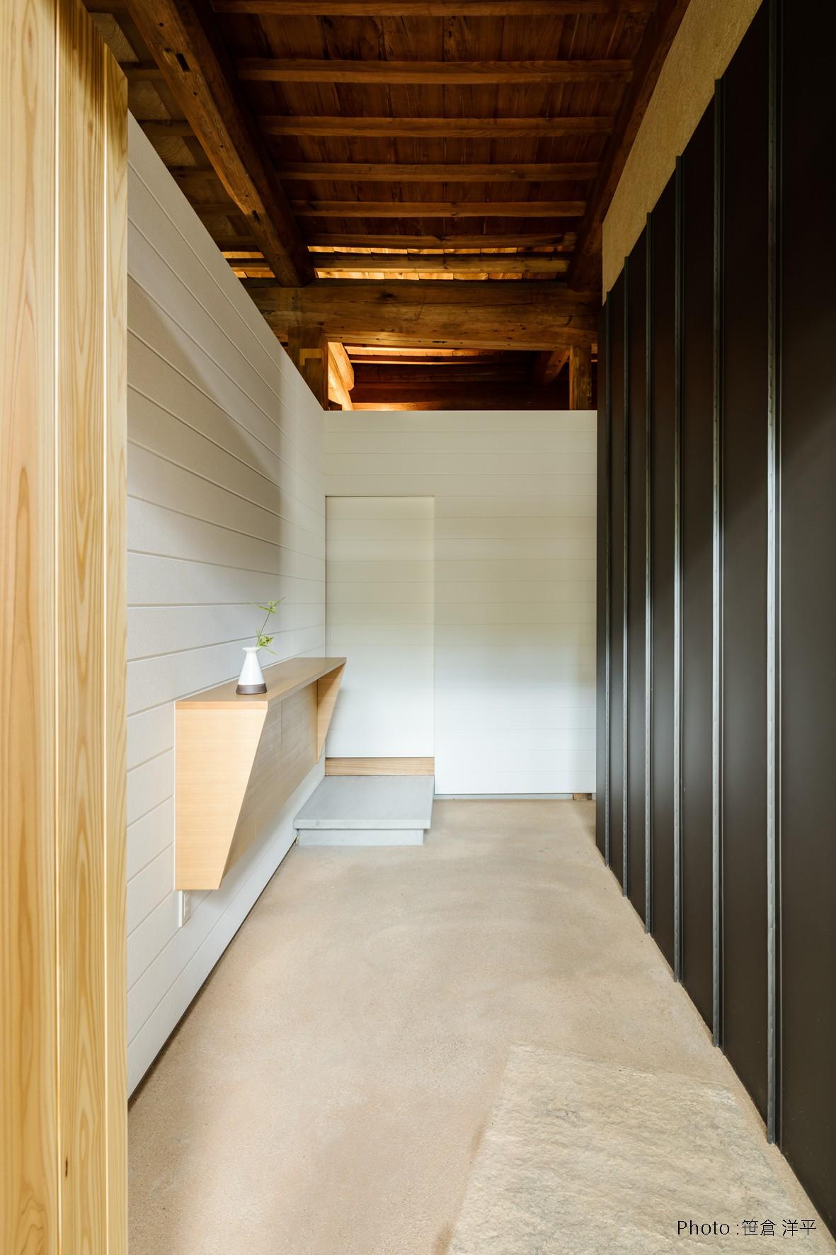 玄関事例:玄関(Omoya -入母屋造の民家の改修-)