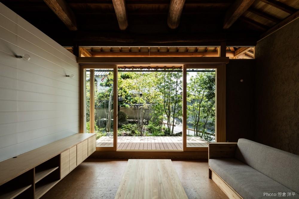 Omoya -入母屋造の民家の改修- (リビング)