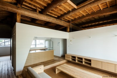 Omoya -入母屋造の民家の改修- (キッチン)