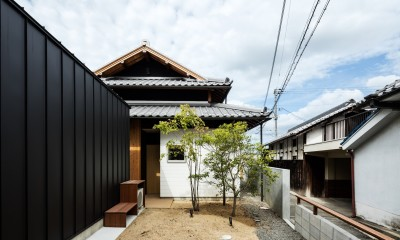 Omoya -入母屋造の民家の改修- (外観)