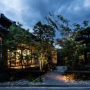 Omoya -入母屋造の民家の改修-の写真 夜景 外観