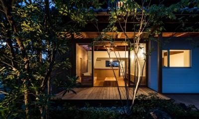 Omoya -入母屋造の民家の改修- (夜景 テラス)
