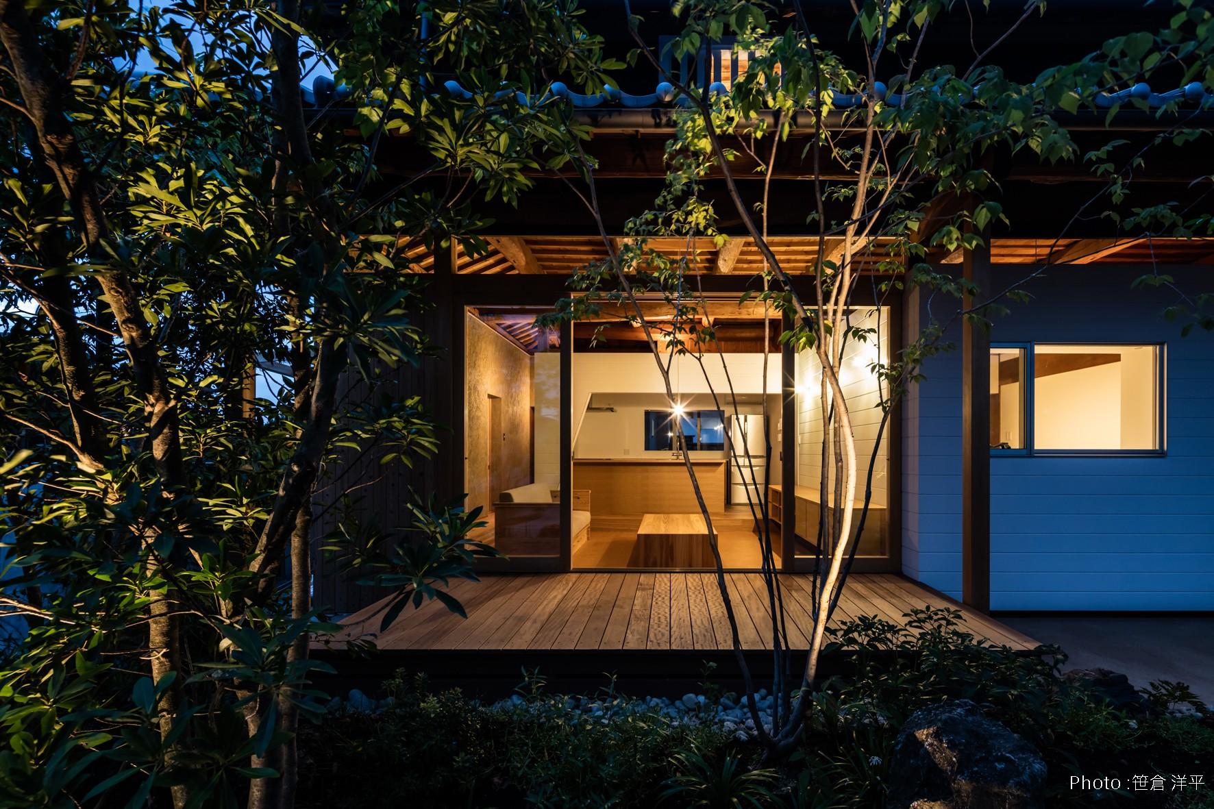 アウトドア事例:夜景 テラス(Omoya -入母屋造の民家の改修-)