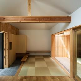 Hanare -立体的な屋根形状の家-