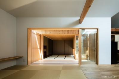 和室 (Hanare -立体的な屋根形状の家-)