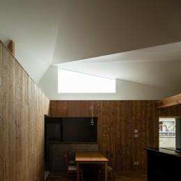 Hanare -立体的な屋根形状の家- (ダイニング)