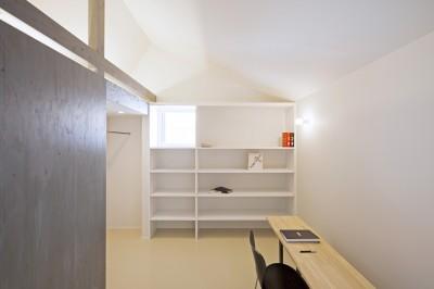 部屋 (Imaike no ie -狭小地に建つ家-)