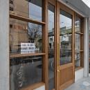 店舗と住居の兼ねた目をひくファサードの家の写真 ファザード(外観)