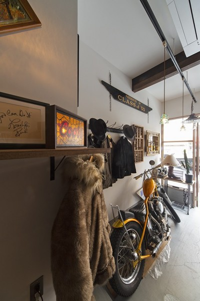 1階店舗部分 (店舗と住居の兼ねた目をひくファサードの家)