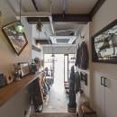 店舗と住居の兼ねた目をひくファサードの家の写真 1階店舗部分(奥から撮影)