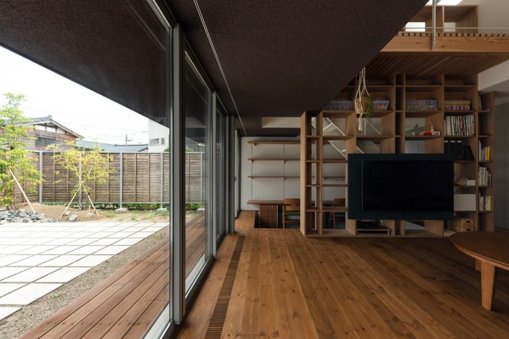 is house (リビングルーム・テラス)