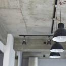 制限を活かしての写真 ライティングレールと吊り照明