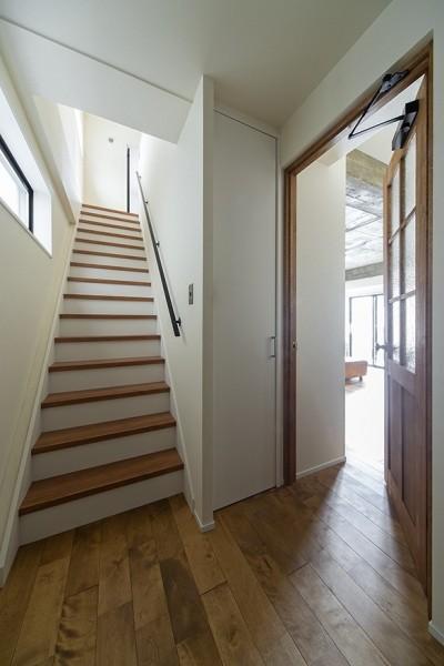 戸建の階段部分 (制限を活かして)