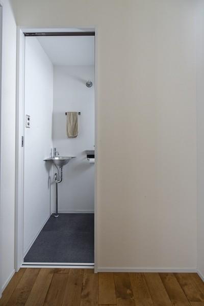 トイレ手洗い (制限を活かして)