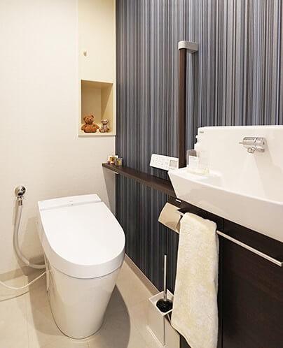 35cmが生む洗面脱衣室の快適性~寒冷地の洗濯物事情~ (トイレ)