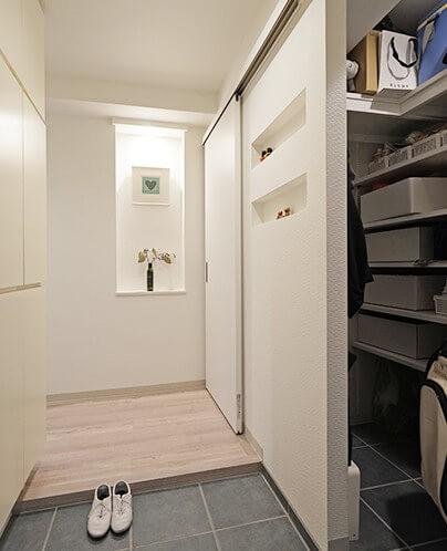 玄関事例:玄関(35cmが生む洗面脱衣室の快適性~寒冷地の洗濯物事情~)