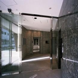 共用玄関ホール (【フラッツCN <403>】天にのびる逆三角錐のボリューム)