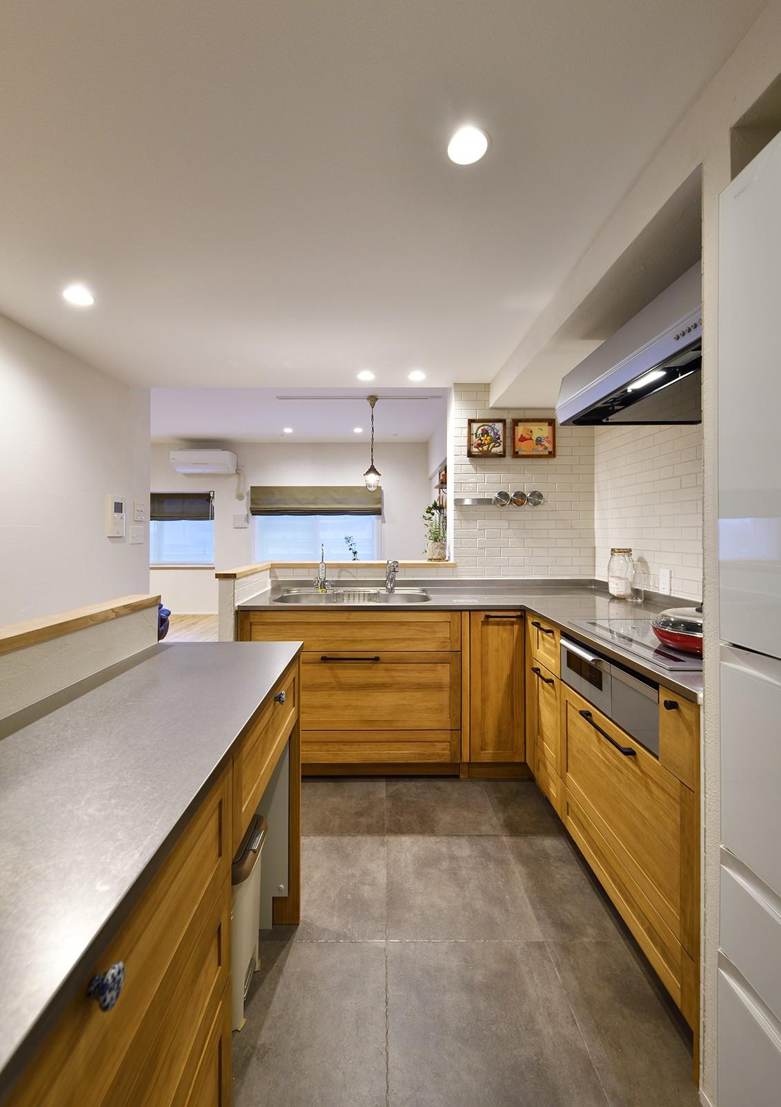 キッチン事例:奥様に嬉しい回遊動線のキッチン(緑ゆたかな郊外へ 自然素材に囲まれた住まい)