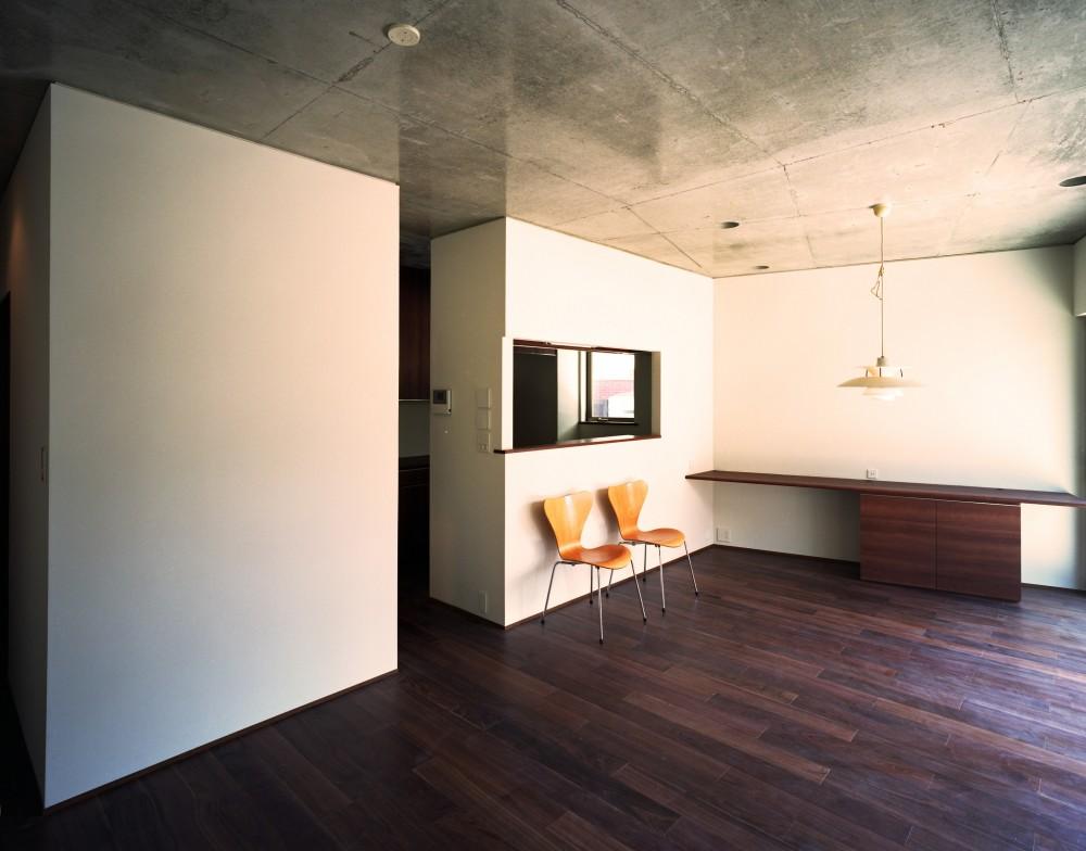 【末広の家 <親の家>】敷地に合わせた末広がりの2世帯住宅 (リビングダイニング)