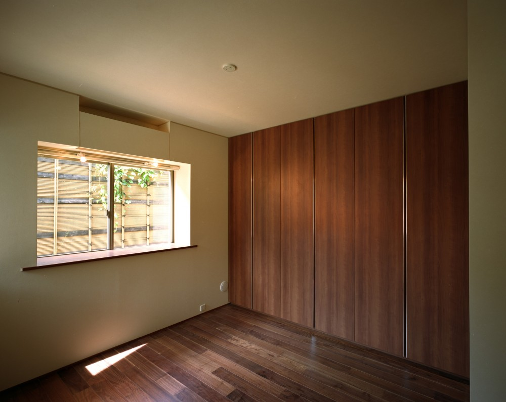 【末広の家 <親の家>】敷地に合わせた末広がりの2世帯住宅 (寝室)